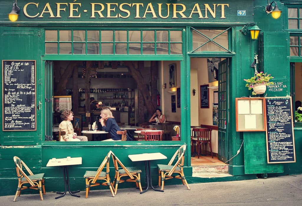 Speaking french in Paris in parisian café